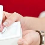婚約指輪の相場はいくら?給料3ヶ月分って本当!?